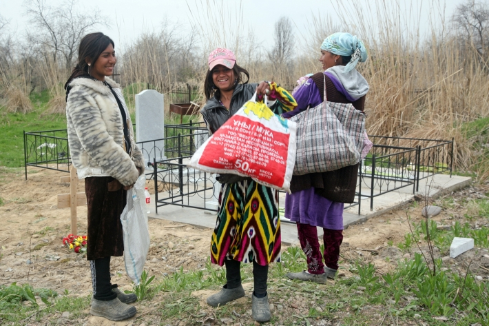 Корейского Родительского дня без цыган-люли не бывает
